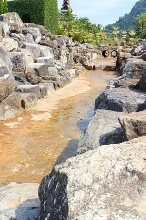 cours d eau: Pas d'eau circulant dans le cours d'eau. Banque d'images