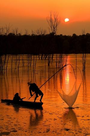 daily routine: Pesca ocupaci�n de los pescadores para la pesca. Ganarse la vida como una rutina diaria Foto de archivo