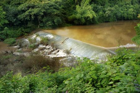 irrigate: Weir to irrigate - Small ditch with a weir