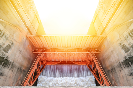 overflows: dam water release, water Gates for Irrigation Stock Photo
