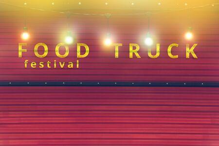色電球付き赤いフードトラックのクローズアップ、フードフェスティバルの背景、人なし