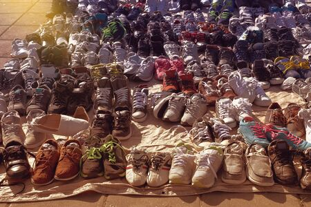 Bangkok, Thailand - December 27, 2015: many used shoes on the floor for sale at secondhand market 新聞圖片