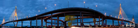Pont Bhumibol pont ou Mega Bridge en Tha�lande