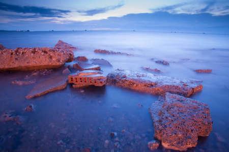 Pr�s de la mer dans la soir�e. Banque d'images