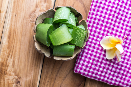 neutralize: aloe vera place the pieces on a wooden table