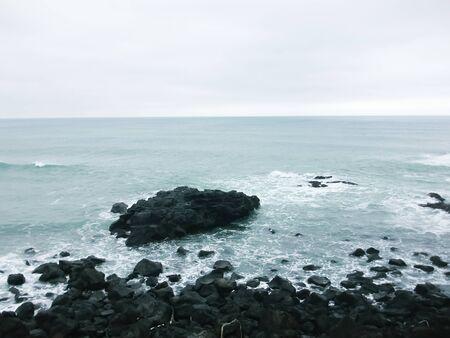 principe: Las olas en la orilla Foto de archivo
