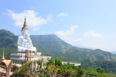 white statue of Buddha with blue sky in the temple 版權商用圖片