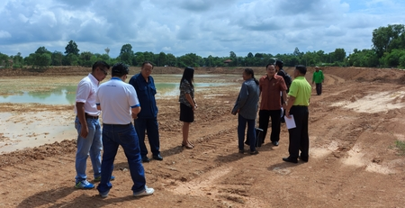 examine: Board to examine the project of dredging the pond.Mahasarakham,Thailand,August 2016