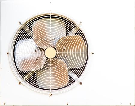 compresor: Metal blanco compresor de aire aislado en el fondo blanco