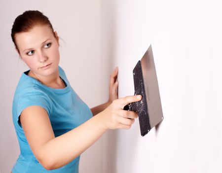 spatula: Female make repairs in the apartment