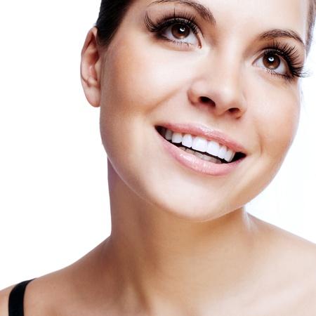 Portrait eines hübschen Frau mit einem unschuldigen Lächeln Lizenzfreie Bilder