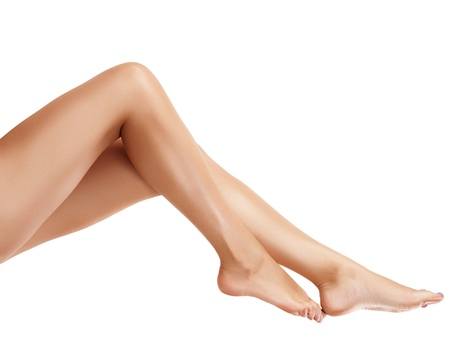 modelo desnuda: Perfect piernas femeninas, aislados en fondo blanco