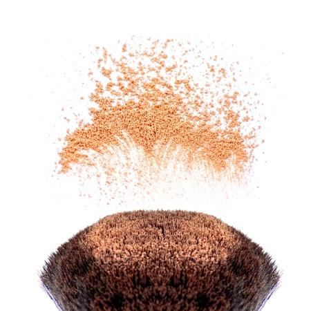 polvos: Pinceles de maquillaje y polvo en movimiento Foto de archivo