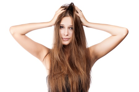 femme avec des cheveux emmêlés. isolé