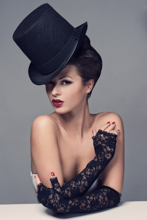 glamour girl: Retro Woman Portrait