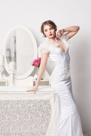 bride dress: Portrait of beautiful bride. Wedding dress. Wedding decoration