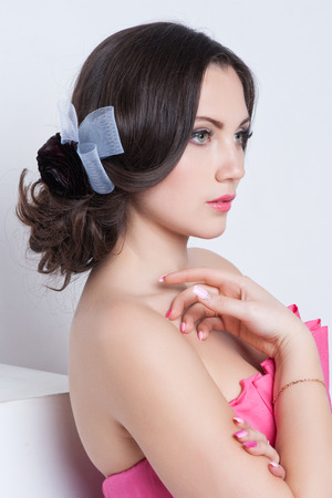 brunette woman: Gorgeous bride with flowers