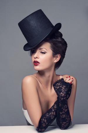 kapelusze: Retro Portret Kobiety