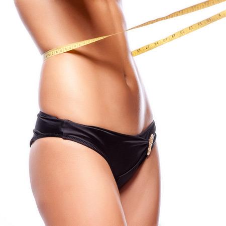 cintura perfecta: Mujer que mide su cintura. Perfect Body Delgado Foto de archivo