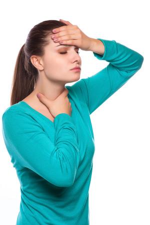 Dolor de cabeza. Mujer que tiene dolor de cabeza. Enfermos. Gripe