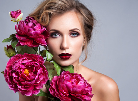 model portrait: Beautiful Girl with Spring Flowers.Fresh skin