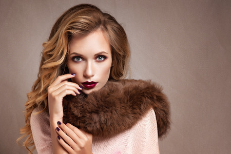 white fur: Beautiful Woman in Luxury Fur Coat Stock Photo