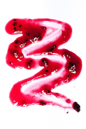 mermelada: Arándanos manchas de mermelada, gotas y líneas aisladas sobre fondo blanco Foto de archivo