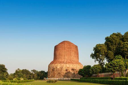 sarnath: Sarnath Stupa is Public Buddhism landmark for worship, Buddhist landmark in Varanasi India Stock Photo