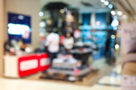 Negozi di scarpe sfocati astratti nel grande magazzino. Archivio Fotografico