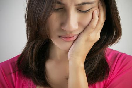 expresiones faciales: Tener un dolor de muelas