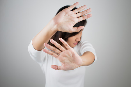 Young woman showing her denial with NO on her hand 스톡 콘텐츠
