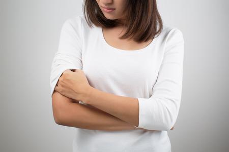piel: Picaz�n En Una Mujer Foto de archivo