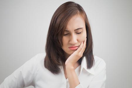 cara triste: Tener un dolor de muelas