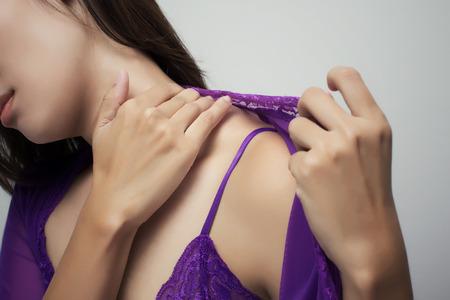 dolor: Mujer Dolor de garganta