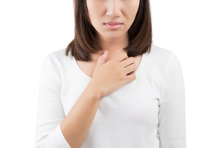 dolor de pecho: Mujer rascarse