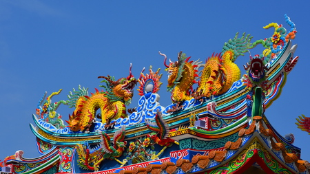 The roof and door of the shrine have a dragon statue. Chinese art in Thailand Chinese culture