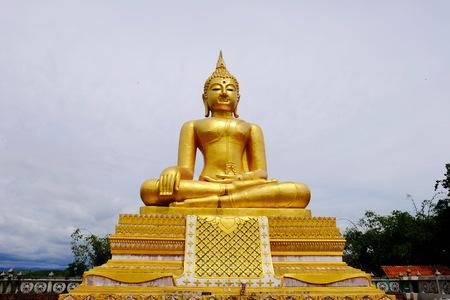 Burmese art Thai style mixed Thai art. The border of Thailand, Myanmar, Sangklaburi, Kanchanaburi, Thailand. Golden Buddha Stock Photo
