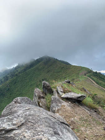 The vertical image of Stone walkway to the top of the mountain 免版税图像