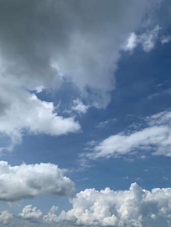 The vertical image of white cloud on blue sky background ep49 免版税图像