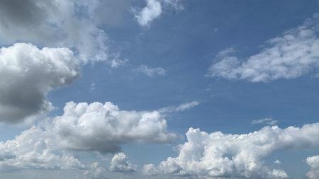 white cloud on blue sky background 免版税图像