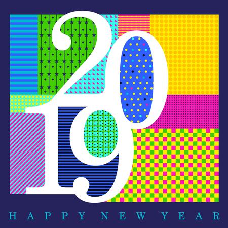 Chiffres blancs 2019 conçus avec des motifs colorés aléatoires avec le texte Happy New Year à la base de l'œuvre