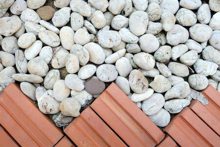 piso piedra: Fondo de la textura de la mezcla de ladrillo rojo con piso de piedra blanca