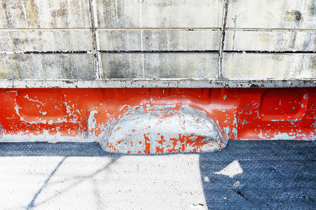 camioneta pick up: Old peel rusty seat behind back of red  retro vintage pickup truck