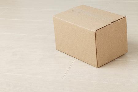 Blank paper cardboard box mockup on the floor, Packaging template. Zdjęcie Seryjne