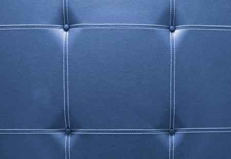 blue leather sofa: primo piano di divano in pelle blu per sfondo Archivio Fotografico
