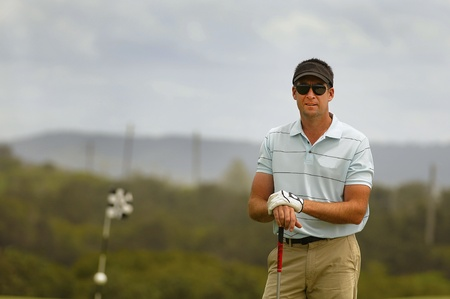 Golfer standing on the tee ready to tee off Standard-Bild