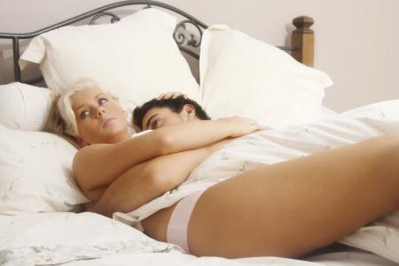 man and woman sex: Молодые влюбленные в постели