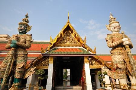 Twin guardian statue at Wat Phra-Kaew