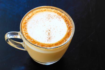 アートラテまたはカプチーノコーヒーのカップ 写真素材