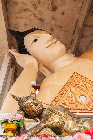 Reclining Buddha at song kla photo
